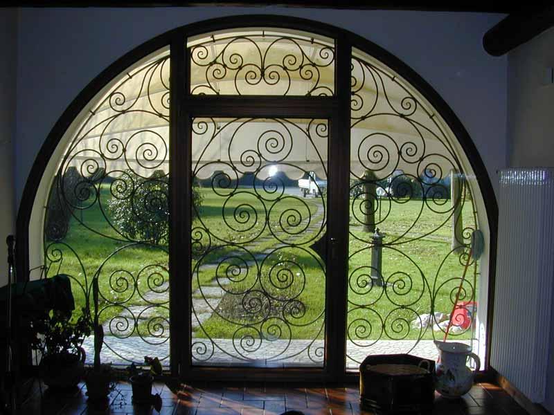 Fabbro zino ferro battuto artistico telaio lavorato per for Planimetrie per cabine ad arco